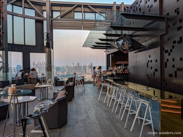 Sky Bar Sky on 20 im Novotel in Bangkok
