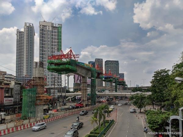 Bauarbeiten am neuen Skytrain Abschnitt in Bangkok