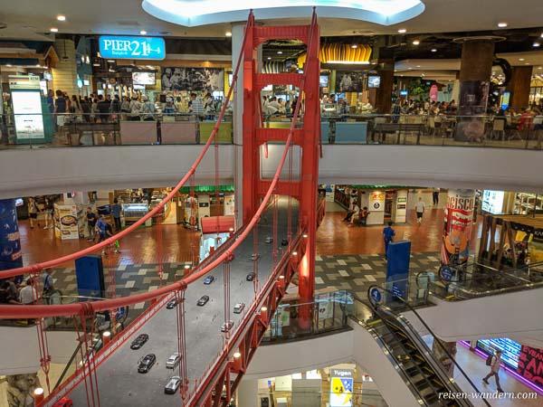 Kaufhaus Termin 21 Etage San Francisco mit San Francisco Brücke