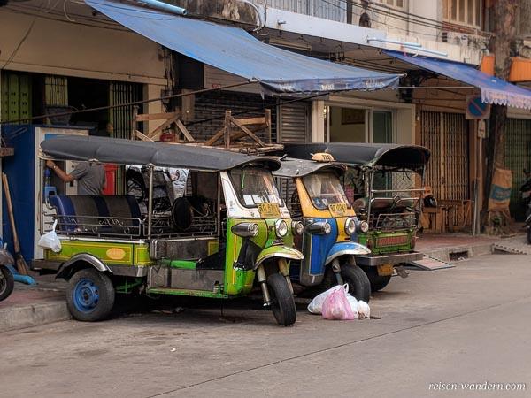 Parkende Tuk Tuks in Bangkok