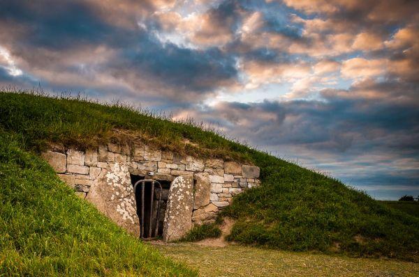 Eingang Hügelgrab beim Hill of Tara in Irland