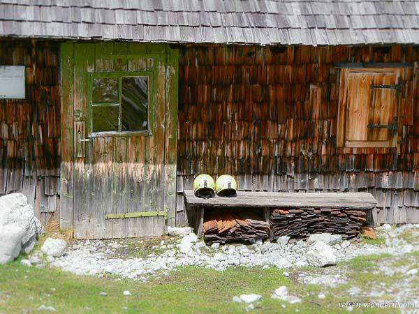 Schutzhütte und Rastplatz beim Klettersteig auf dem Hochkogel