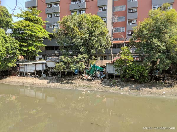 Slum an Fluss in Bangkok