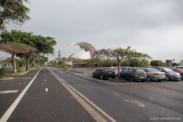 Parkplatz vor dem Auditorio de Tenerife