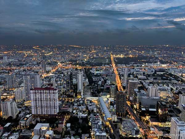Bangkok am Abend vom Baiyoke Tower des Baiyoke Sky Hotel