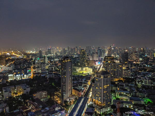 Blick auf Bangkok von der Cielo Sky Bar