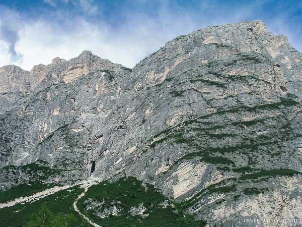 Felsmassiv des Via Ferrata Michielli Strobel