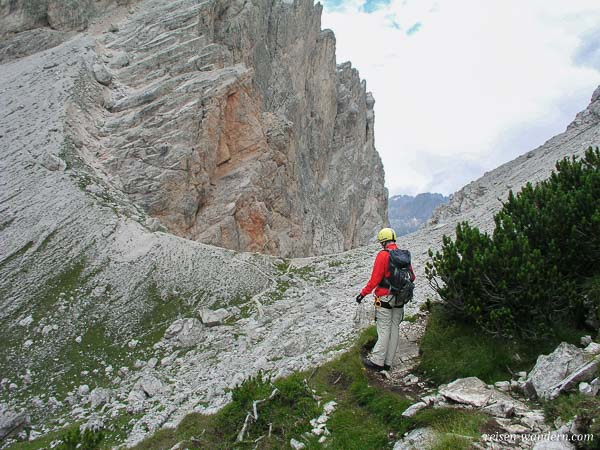 Weg zum Abstieg am Via Ferrata Michielli Strobel