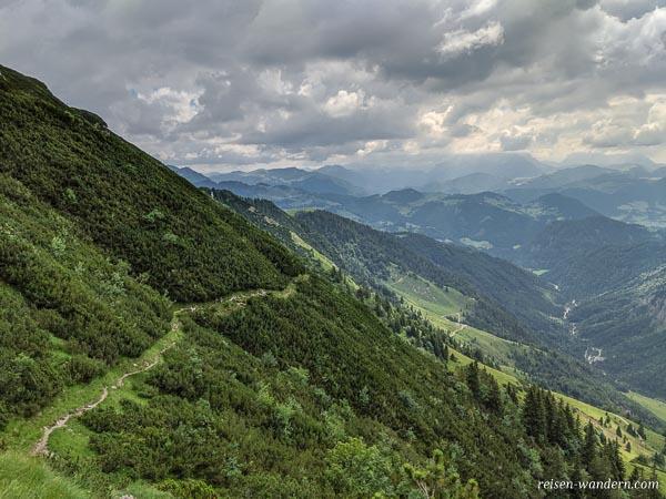Wanderweg zum Feldberg im Kaisergebirge