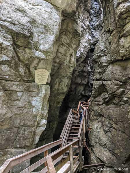 Stege und Treppen in der Vorderkaserklamm