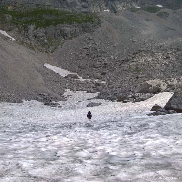 Schneefeld am Fuß des Gamsängersteig