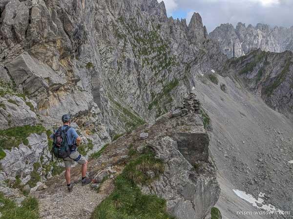 Blick vom Gamsängersteig auf Bergkette des Wilden Kaiser