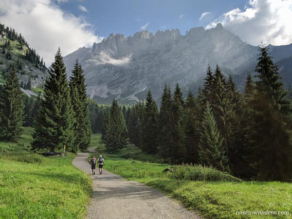 Wanderweg zur Gaudeamushütte