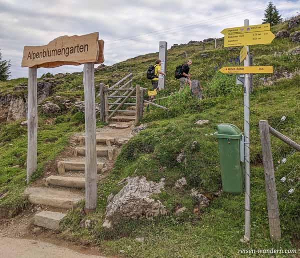 Eingang zum Alpenblumengarten