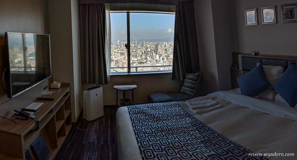 Hotelzimmer mit Blick auf Osaka