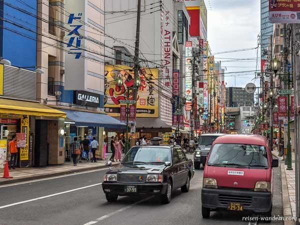 Straßenzug beim Animeviertel in Osaka