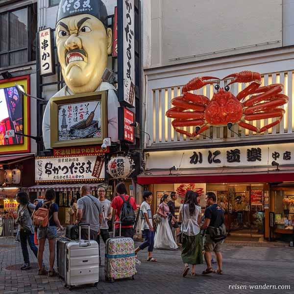 Außenwerbung an Restaurants in Osaka