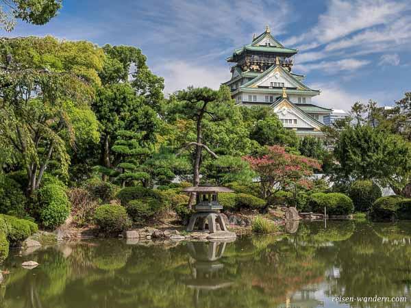 Osaka Castle mit japanischem Garten