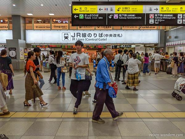 Bahnhof der JR Line in Osaka