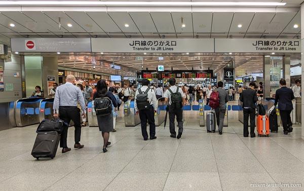 Ausgangsbereich des Shinkansen in Osaka