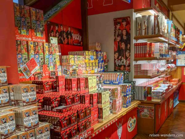 Pocky Schokostäbchen Verkaufsstand im Tsūtenkaku Tower