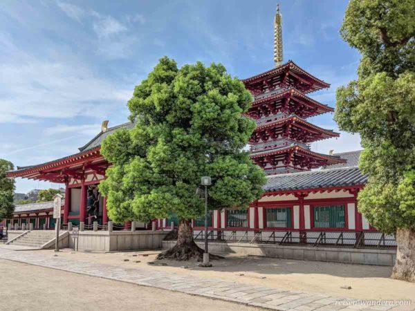 Fünfstöckige Pagode im Shitennoji Tempel in Osaka