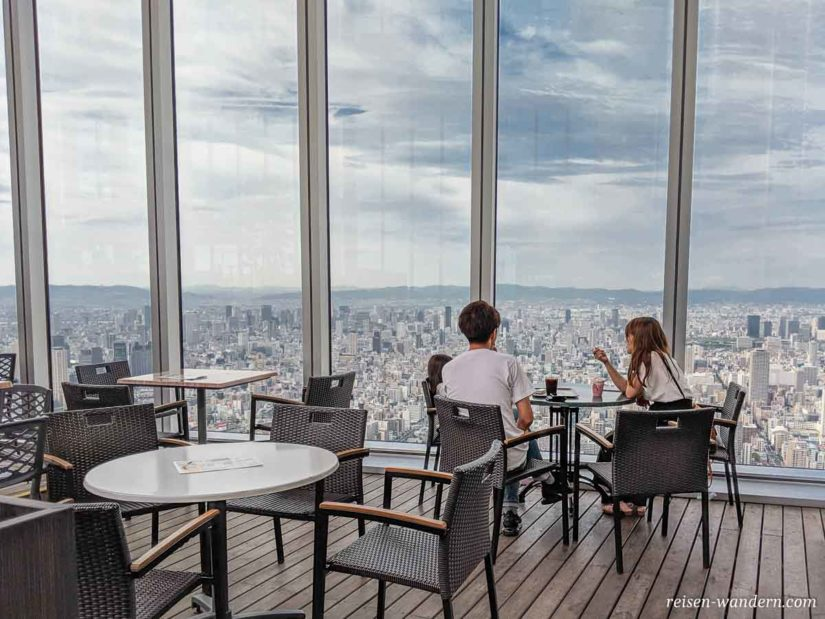 Cafe im Sky Garden auf der Aussichtsplattform Abeno Harukas 300
