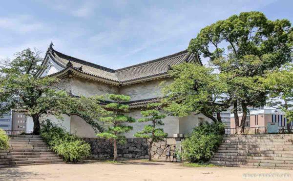 Inui-yagura Wachturm im Nishinomaru Garten