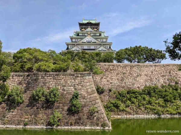 Festungsmauern und Burg Osaka Castle