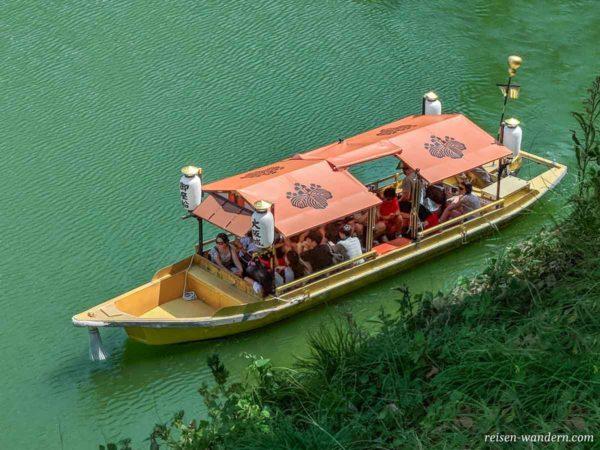Boot im Burggraben der Burg von Osaka