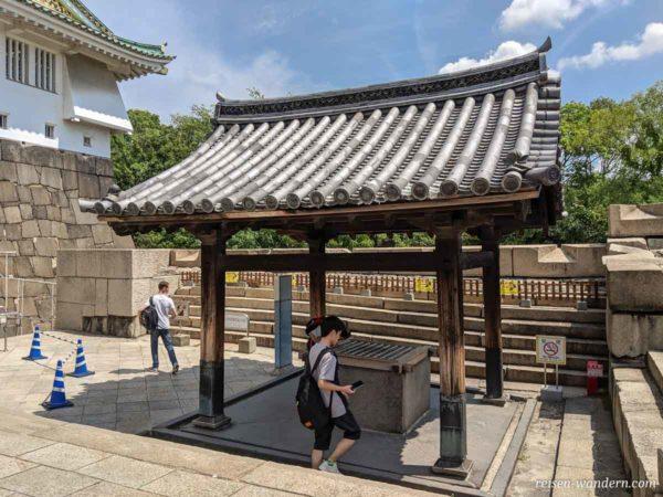 Alter Brunnen am Fuße der Osaka Burg