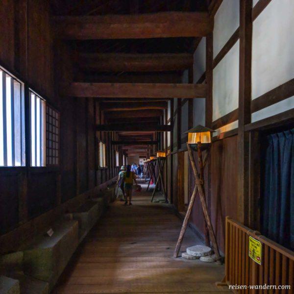 Im Inneren des Otemon Tor bei der Burg von Osaka
