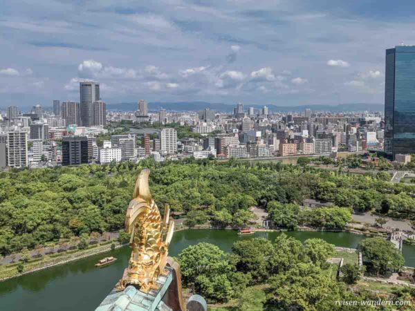 Shachi Dachverzierung auf der Aussichtsplattform des Osaka Cast