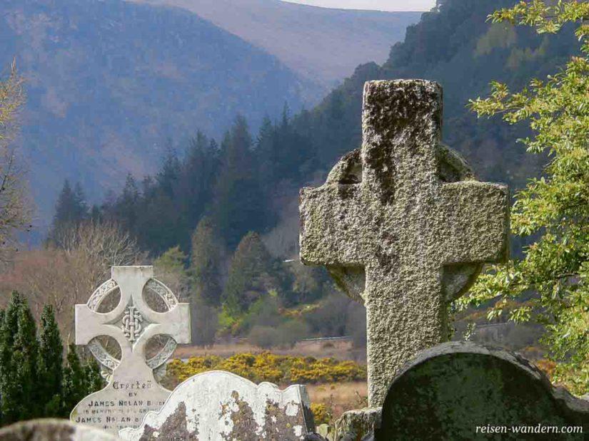 Grabstein bei den Glendalough Monastic Site