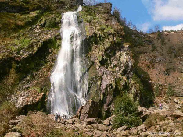 Nahaufnahme Powerscout Waterfall in Irland