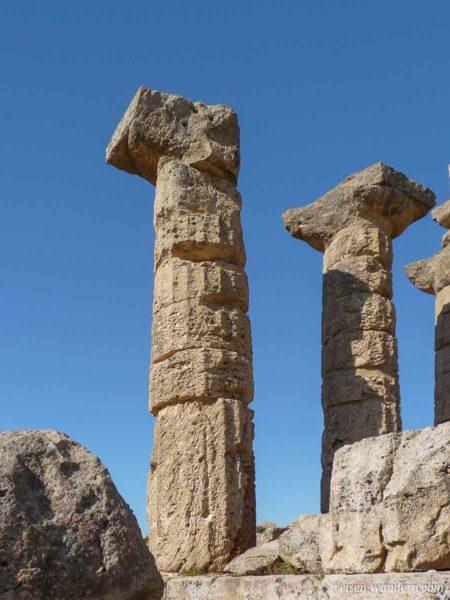 Freistehende Säulen des Tempel C