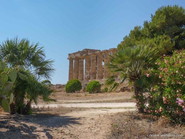 Wiederaufgebauter Tempel E in Selinunt