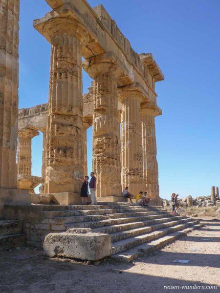 Säulen des Tempel E