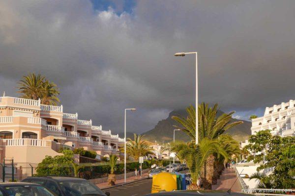 Gewitterwolken über Playa de Las Americas