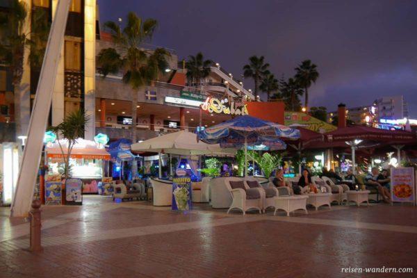 Cafe und Bar am Strand von Playa de Las Americas