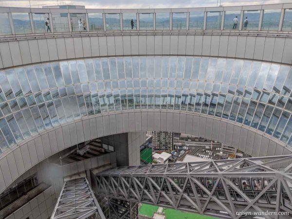 Rolltreppen im obersten Teil des Umeda Sky Building