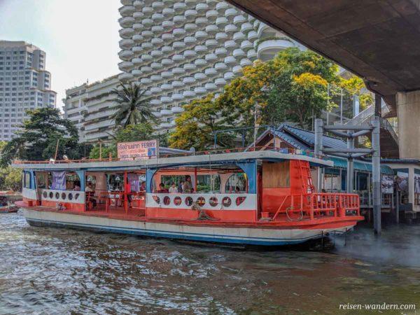 Express Boot auf dem Chao Phraya