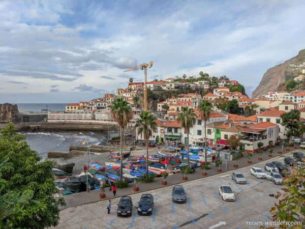 Blick auf Hafen von Camara de Lobos auf Madeira