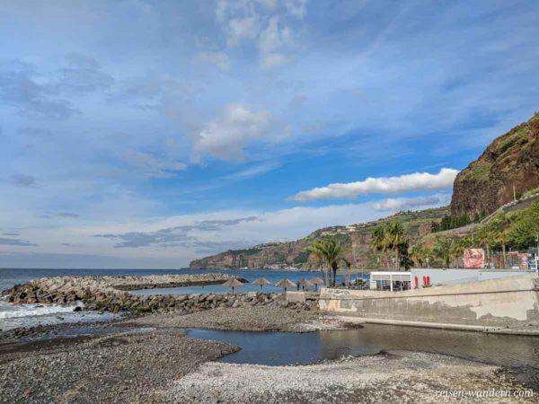 Strand bei Ribeira Brava auf Madeira