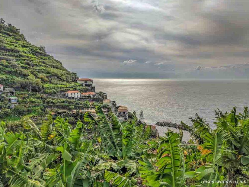 Blick über Calheta auf Madeira