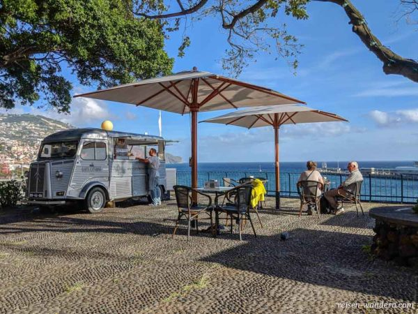 Straßencafe beim Parque de Santa Catarina