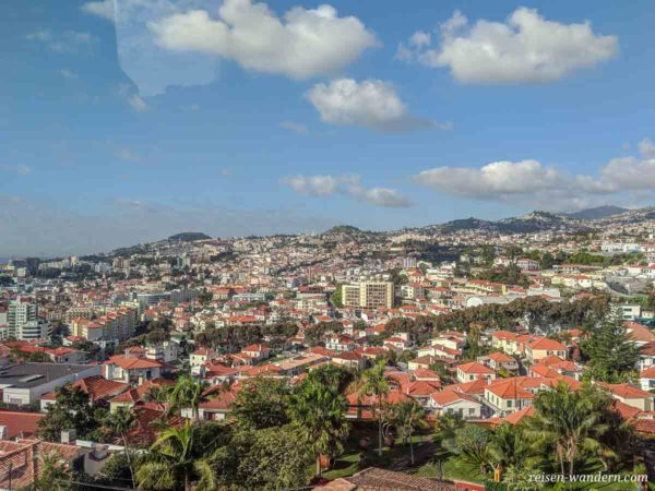 Blick aus der Seilbahn auf Funchal