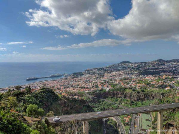 Blick auf Funchal vom botanischen Garten