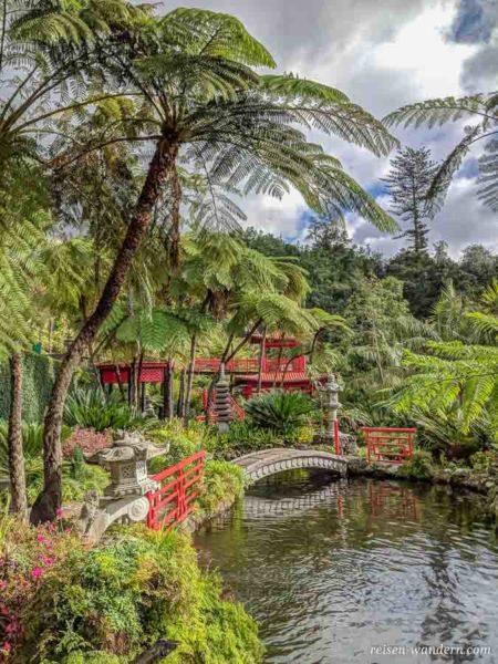 Japanische Gartenelemente im Monte Palace Tropical Garden