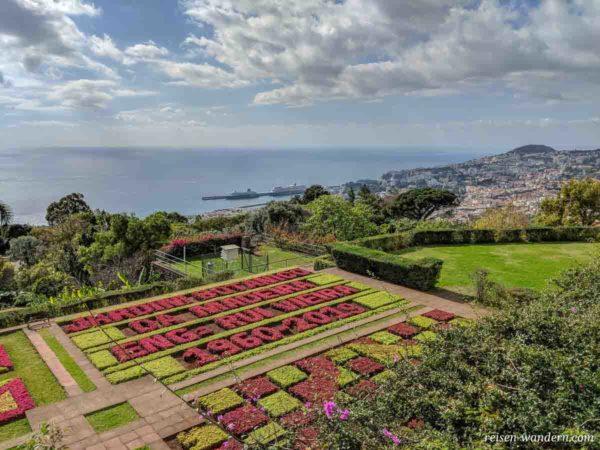Namensbanner aus Pflanzen im Botanischen Garten von Funchal